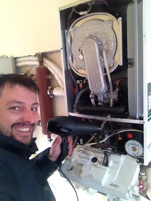 Απο υδραυλικός …κομμωτής ο Γιώργος Σίμος!