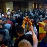 Ξεφεύγει η κατάσταση στα Σκόπια! Στη Βουλή εισέβαλαν πολίτες
