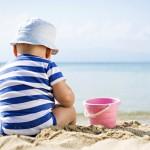 Βρέφη και παιδιά χρειάζονται εξειδικευμένη αντηλιακή προστασία