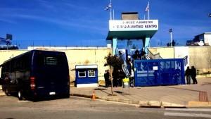 Μπλόκο σε βαν με οπαδούς του ΠΑΟΚ στη Λαμία