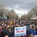 Χιλιάδες οπαδοί της Σκεντερμπέου διαδηλώνουν εναντίον της UEFA!