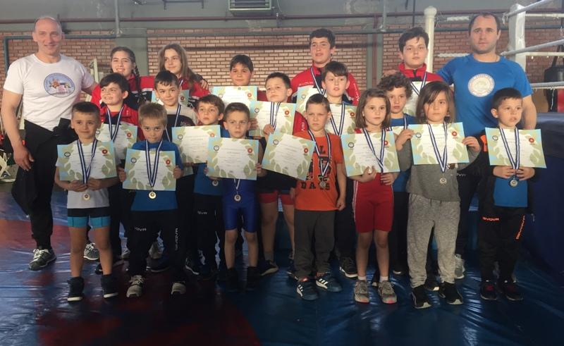 18 μετάλλια σε παιδικό τουρνουά για τον ΑΣΤ