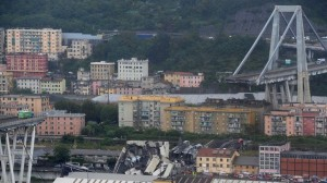 Κατέρρευσε γέφυρα στη Γένοβα – Δεκάδες νεκροί